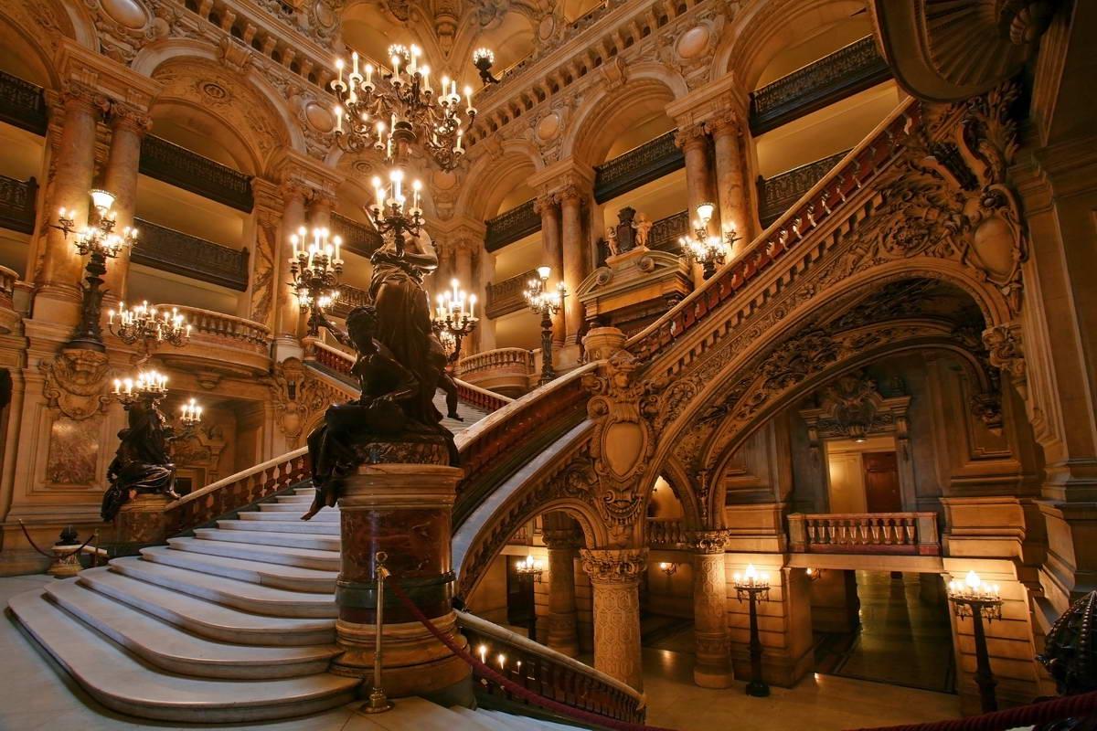 le style xviiie si cle ou baroque est tr s pr sent dans paris. Black Bedroom Furniture Sets. Home Design Ideas
