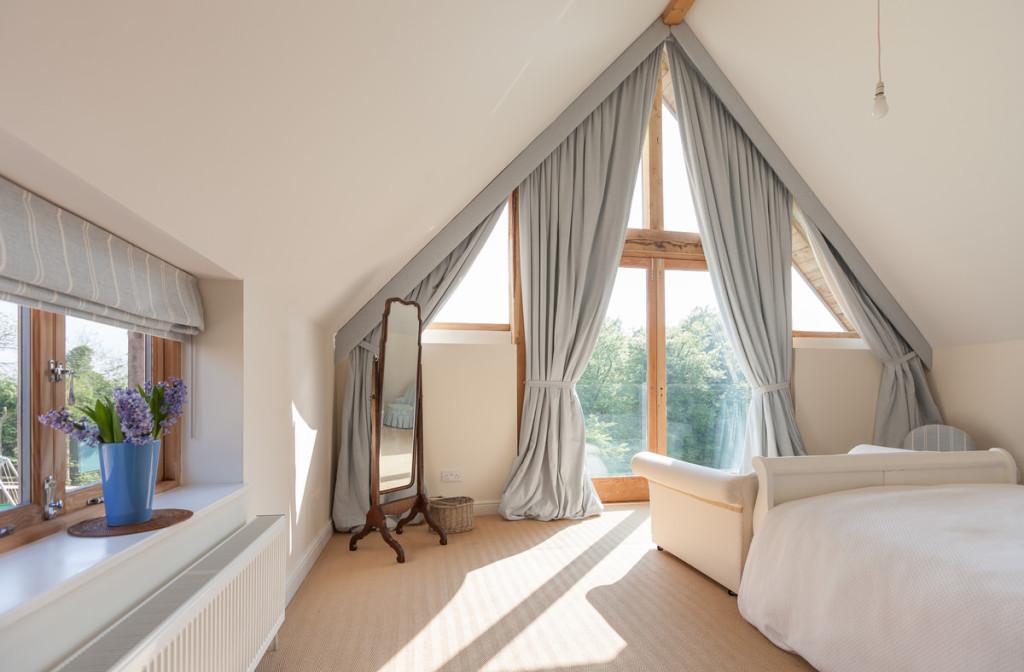Une chambre chaleureuse sous pente