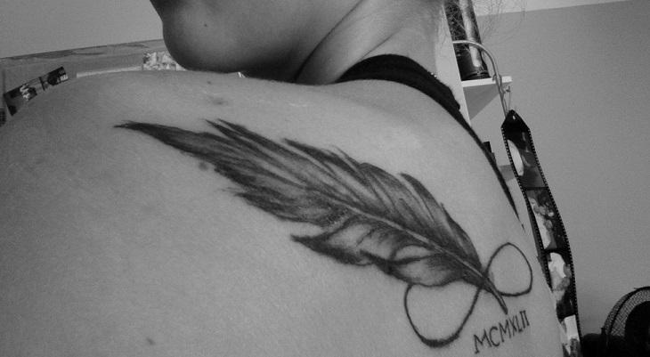 Le tatouage infini plume est-il encore en vogue 2